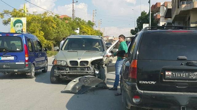 Photo of بالصور : حادث سير على طريق سهل المجادل بين ثلاث سيارات