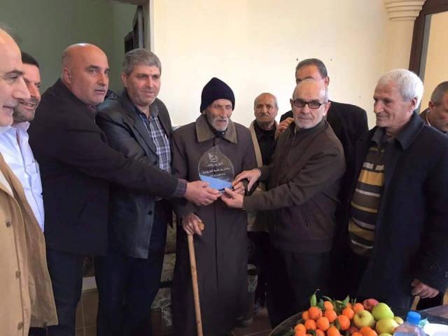 Photo of بالصور : بلدية الشهابية كرّمت الدكتور حكمت سلمان و جالت على المرضى
