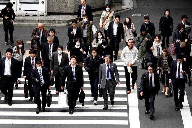 Photo of كم ساعة يعمل الياباني يوميًا؟