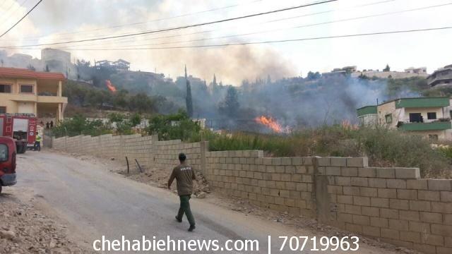 Photo of بالصور والفيديو | حريق هائل في منطقة درب السوق في الشهابية
