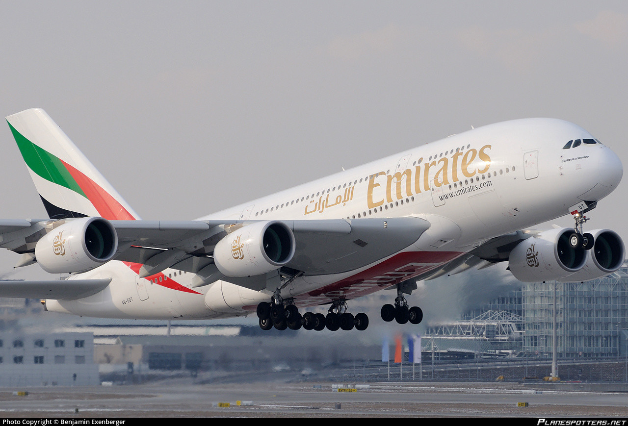Photo of أضخم طائرة في العالم تحطّ في مطار بيروت