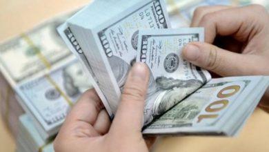 Photo of مصادر مصرفية تؤكد الحيل المتبعة من الصرافين لشراء الدولار من المواطنين بـ 'أفضل سعر' !!