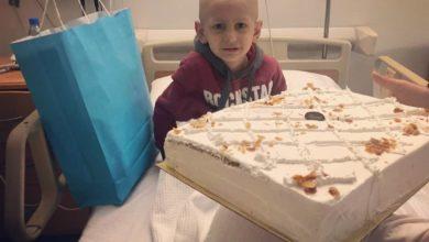 Photo of الطفل المحارب امير يحتفل لاول مرة بعيد ميلاده على سريره في مستشفى سرطان الاطفال