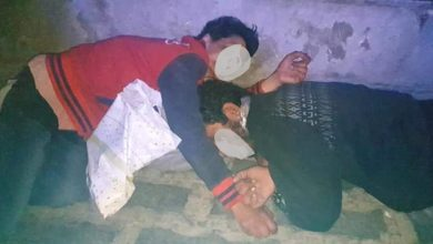 Photo of في الشمال | صورة مؤسفة لأم وابنها ينامان في الطريق..