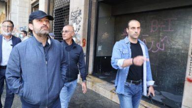 Photo of بالفيديو | الحريري يتفقّد الأضرار في شارع اللعازارية في وسط بيروت … يا عيب الشوم!