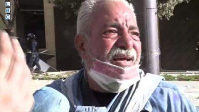 Photo of بالفيديو | رسالة سلام من رجل موجوع في بيروت.. وقف تحت الحجارة ليفصل بين الشعب والقوى الأمنية!